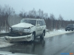 Toyota Land Cruiser врезалась в отбойник в Долинском районе - Sakhalin.Info